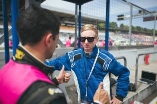 Drivers discuss before accel, © Formula Student Germany